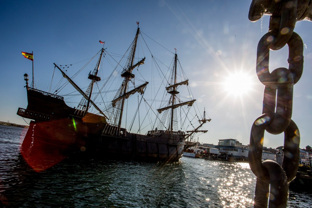 The Spanish tall ship El Galeon makes its way to the Maine Wharf in Portland late Tuesday.