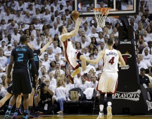 Miami guard Goran Dragic shoots against the Charlotte Hornets in the first half Sunday in Miami.