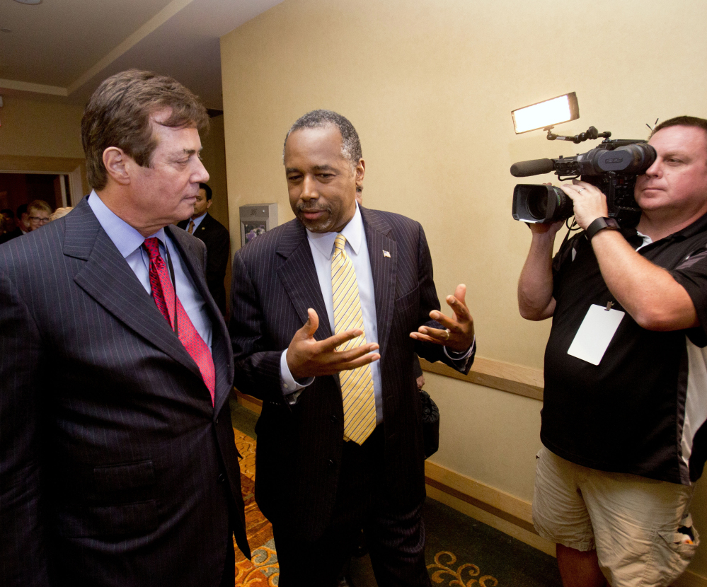 Donald Trump strategist Paul Manafort, left, chats with former presidential candidate Ben Carson in Hollywood, Fla.