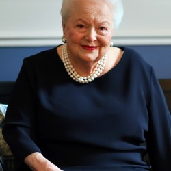 Olivia de Havilland says she acted defensively when dealing with her famous sister, Joan Fontaine.