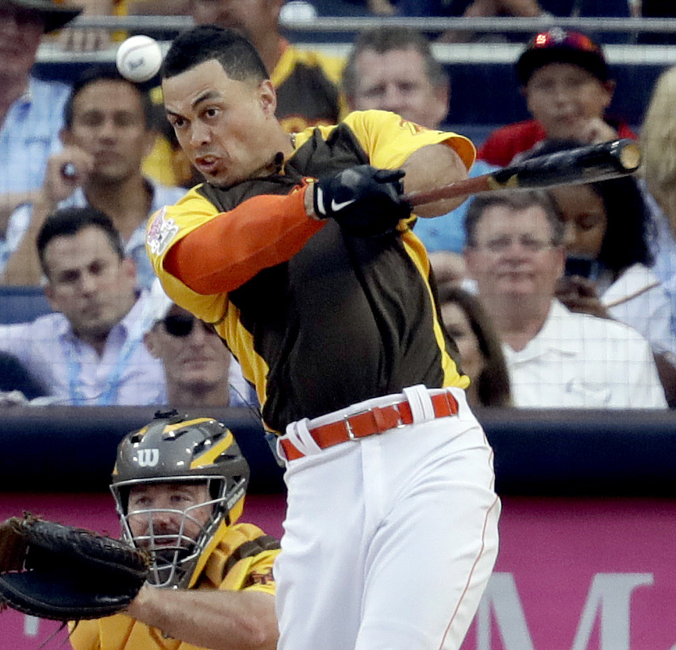 National League's Giancarlo Stanton, of the Miami Marlins, hits during the MLB baseball All-Star Home Run Derby, Monday, July 11, 2016, in San Diego. (AP Photo/Jae Hong)
