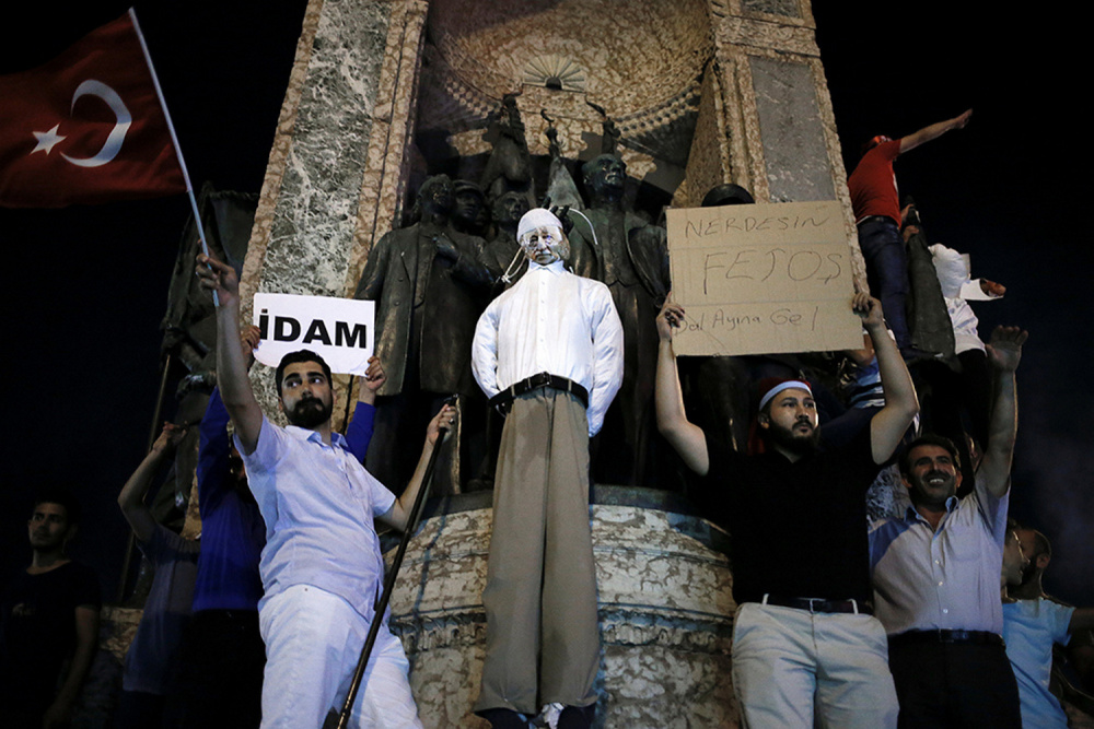 Supporters of Erdogan hang an effigy of Gulen during a pro-government demonstration Istanbul last week.