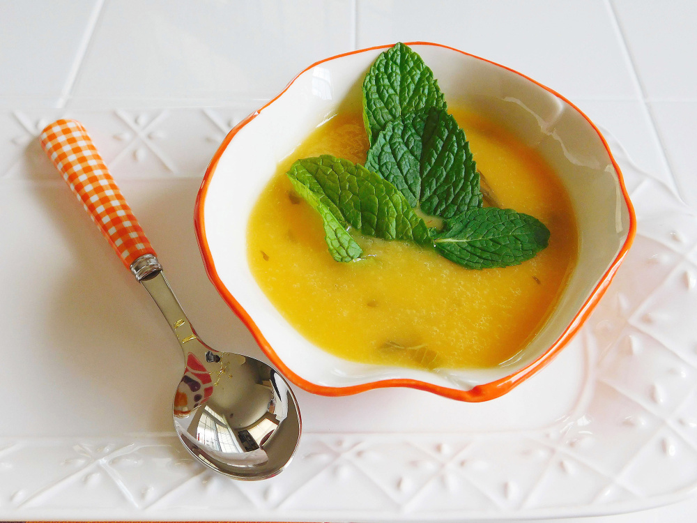 Chilled Minted Peach and Prosecco Soup