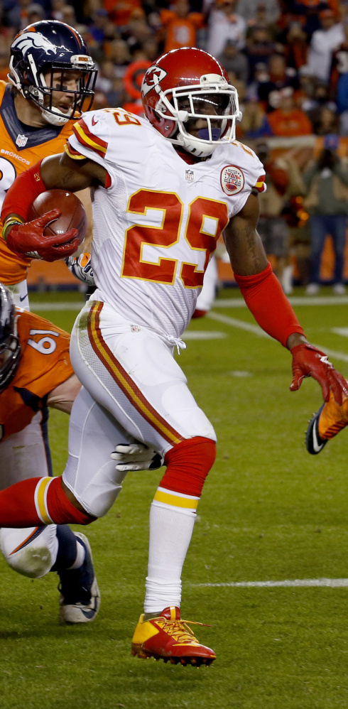 Chiefs safety Eric Berry, who hasn't reported to training camp because of a contract dispute, plans to end his holdout and join the team on Sunday.