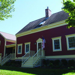 The home is an easy walk to Cape Porpoise village.