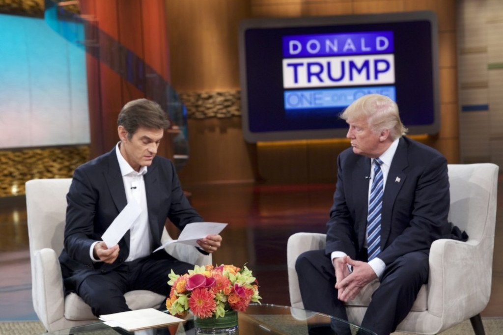 Dr. Oz and Republican presidential candidate Donald Trump talk during a taping of the syndicated