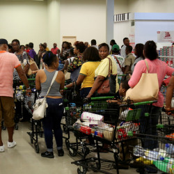 Jamaicans flock to the supermarkets to take care of last minute shopping pending the arrival of Hurricane Matthew in Kingston, Jamaica, September 30, 2016.