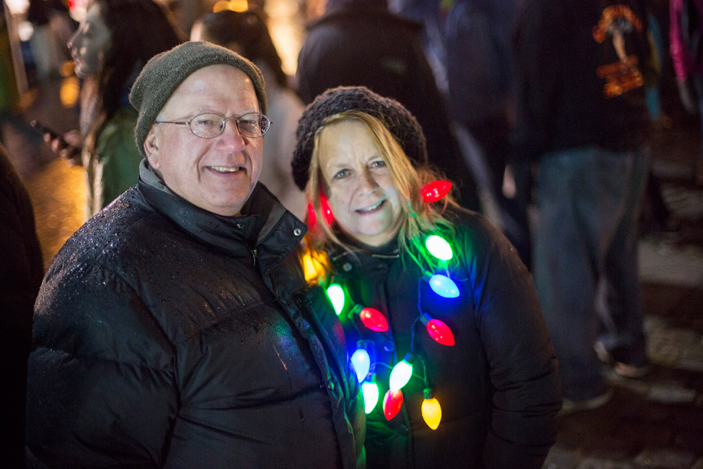 portland kicks off holiday season with tree lighting in monument