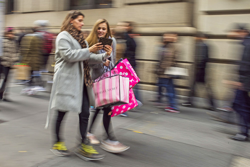 Shoppers carry their purchases on Black Friday as they walk along Fifth Avenue in New York. The U.S. economy looks healthy. The government reported Tuesday that the economy grew at a 3.2 percent annual pace from July to September, fastest in two years. Consumer spending advanced at a 2.8 percent annual pace in the third quarter, better than a previous estimate of 2.1 percent.<em> Associated Press/Andres Kudacki</em>