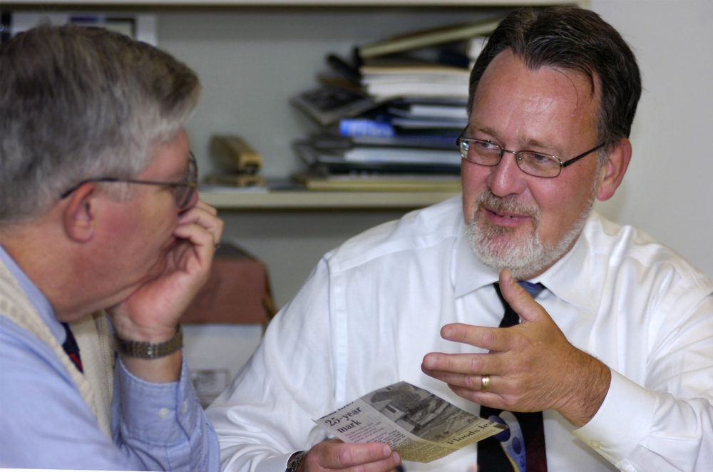 Charles Cochrane, then publisher of the Portland Press Herald, discusses topics for editorials with Mike Harmon, left, in 2005. Over a 41-year career, Harmon's various roles at the paper included city editor and editorial writer.