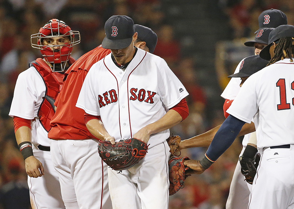 Clay Buchholz leaves the mound after being taken out of a game in the fifth inning against the Arizona Diamondbacks on Aug. 13, 2016.  <em>Associated Press/Michael Dwyer</em>