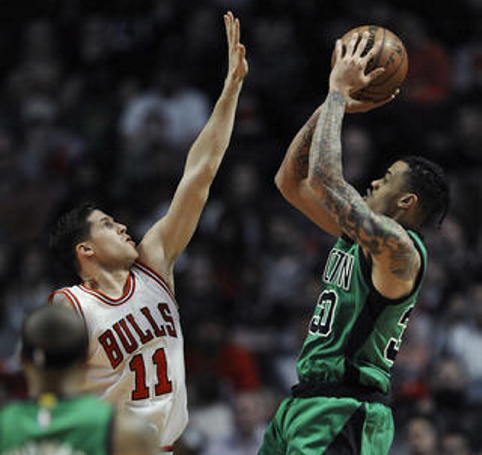 Boston's Gerald Green goes up for a shot against Chicago's Doug McDermott in the first half Thursday night in Chicago.