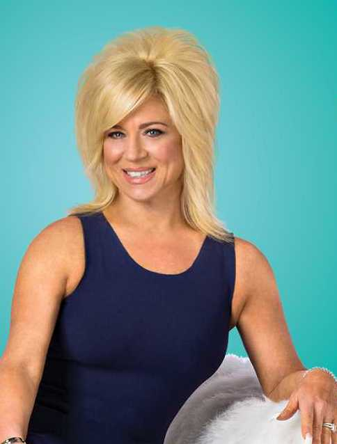 The 52-year old daughter of father Nicholas J. Brigandi and mother(?), 171 cm tall Theresa Caputo in 2018 photo
