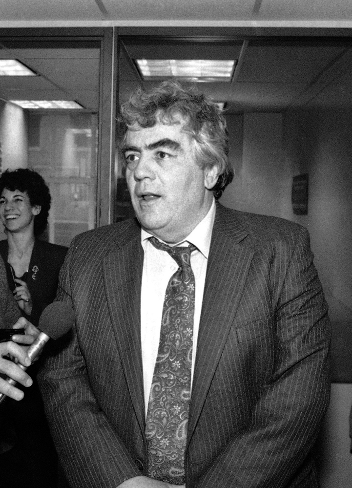 Jimmy Breslin, seen in 1986 after winning the Pulitzer Prize, was one of America's most recognized columnists for decades.