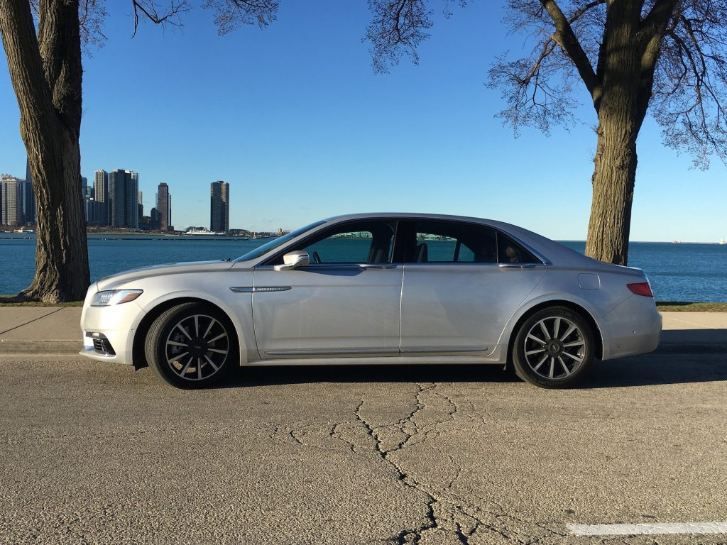 2017 Lincoln Continental flagship sedan marks the return of an important Lincoln model.