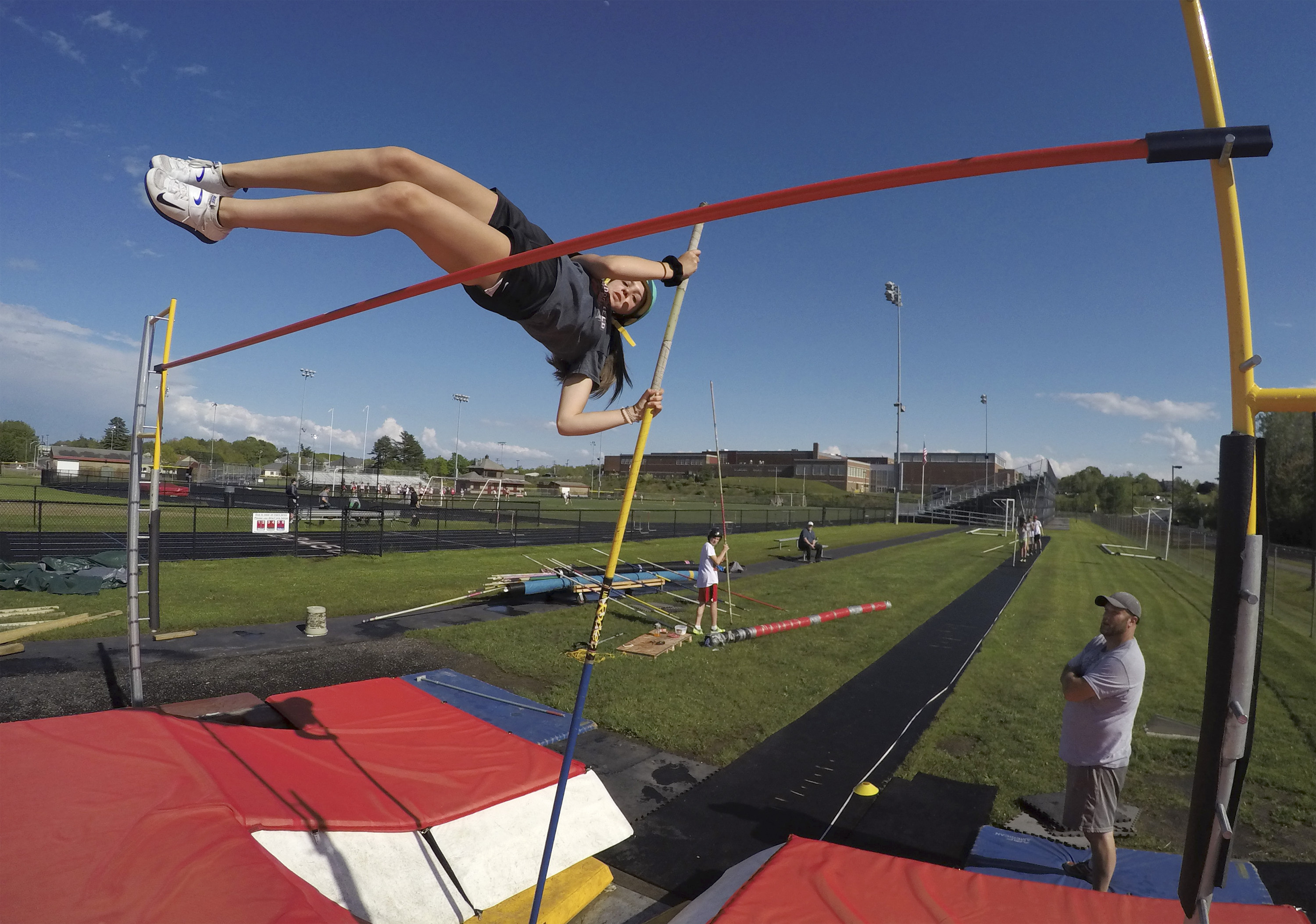 essay pole vault Pole vault rules - learn pole vault in simple and easy steps starting from basic to advanced concepts with examples including overview, how to play, rules, champions.