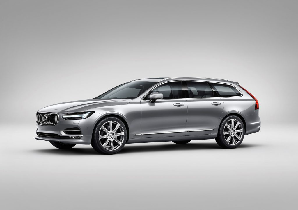 The 2017 Volvo V90 Cross Country wears some unique trim to set it apart, such as lower body and wheel arch moldings in your choice of black or body color.
