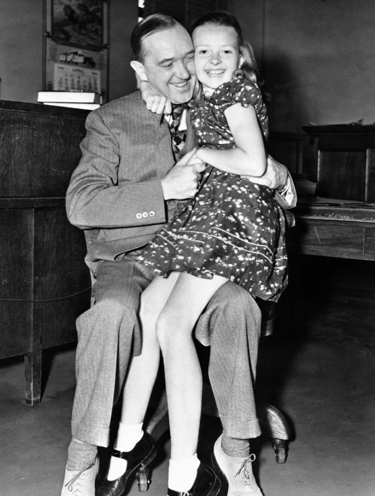 Lois Laurel Hawes, shown with her famous father In 1938, died Friday in Los Angeles at the age of 89.