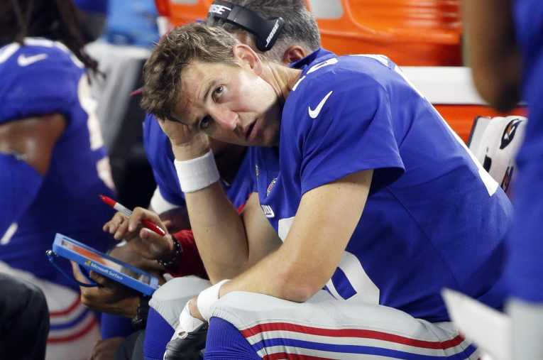 Lacking one of his favorite targets, New York Giants quarterback Eli Manning looked like he was sitting down on the job Sunday.