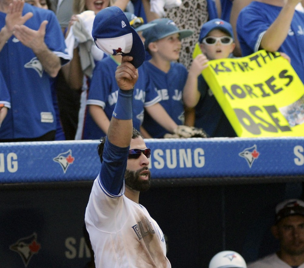 Toronto's Jose Bautista tips his hat to the crowd after leaving the game in the ninth inning of the Blue Jays' 9-4 win over New York on Sunday in Toronto.