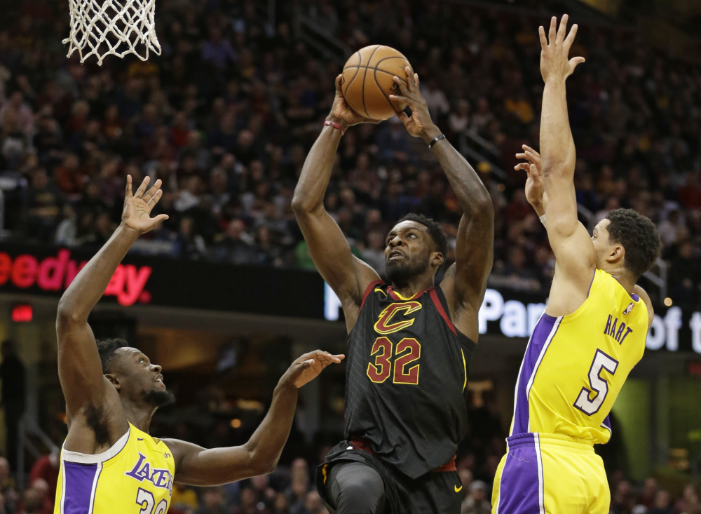 Jeff Green of the Cleveland Cavaliers drives to the basket between Julius Randle, left, and Josh Hart of the Los Angeles Lakers during the Cavs' 121-112 victory Thursday night.