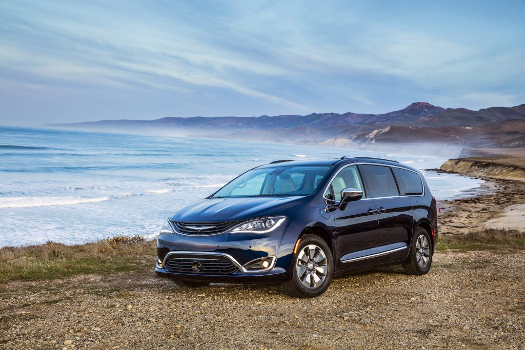 The 2018 Chrysler Pacifica Hybrid comes with a long list of standard and available features, including state-of-the-art safety and connectivity technology.