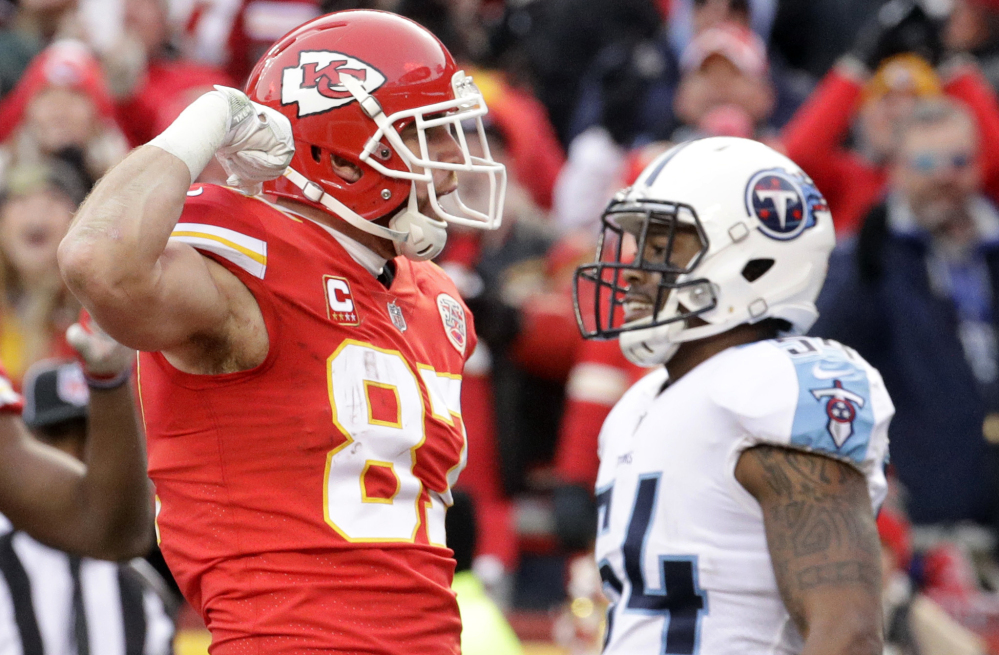 Kansas City Chiefs tight end Travis Kelce (87) celebrates his 13-yard touchdown catch as Tennessee Titans linebacker Avery Williamson (54) walks behind during the first half of an NFL wild-card playoff football game in Kansas City, Mo., Saturday, Jan. 6, 2018. ()