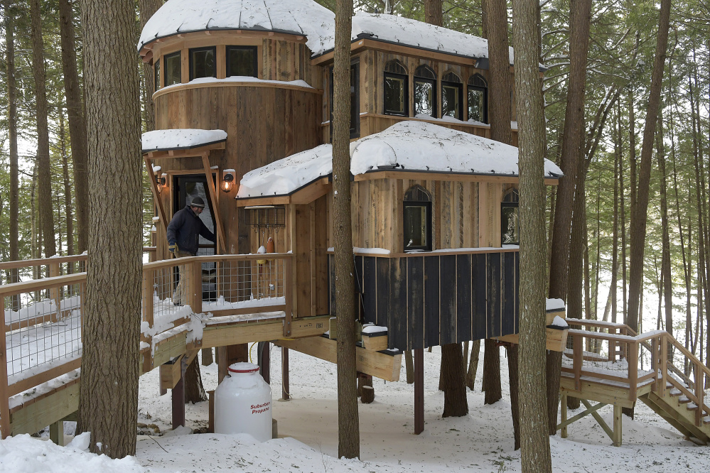 treehouse masters discovery channel dave cadman enters the treehouse he helped construct on cobbosseecontee lake in monmouth the building was featured cable television show friday owner of maine animal planet they let you