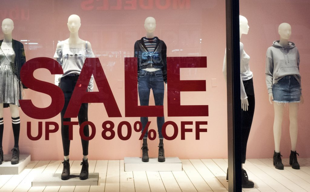 US Retail Sales Rise 0.4% In December, In Line With Estimates