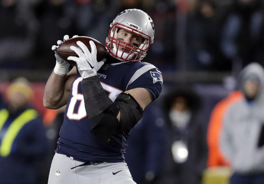 The Patriots expect to have tight end Rob Gronkowski back in the lineup Sunday against the Philadelphia Eagles, as he has been cleared to play.