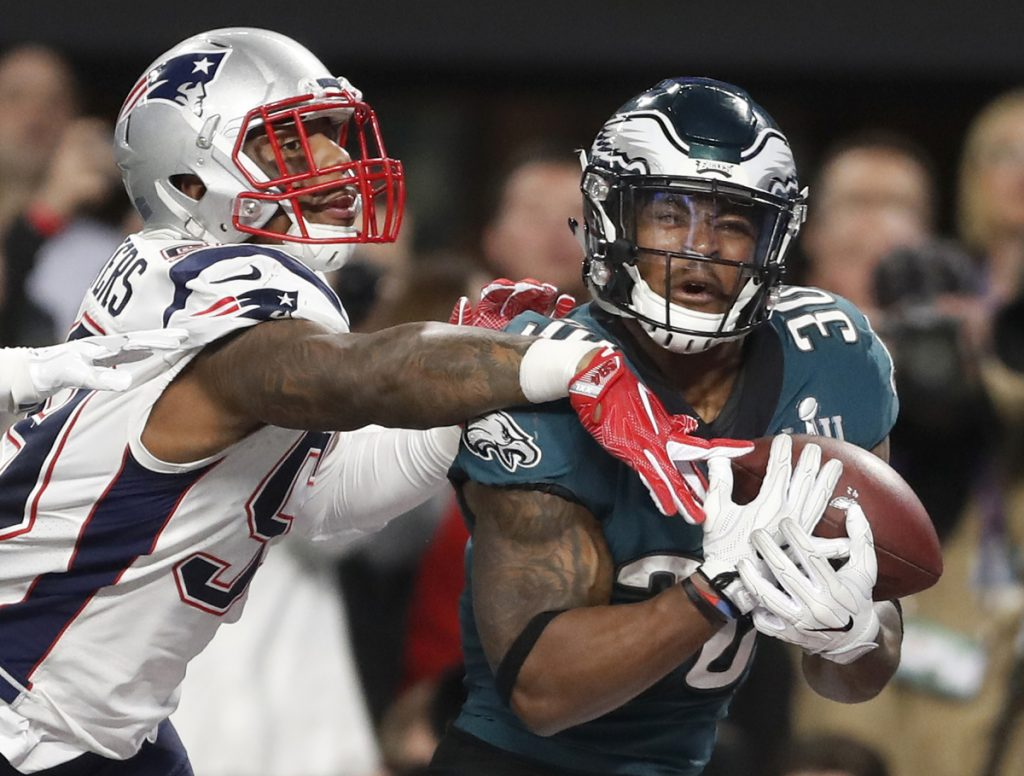 Philadelphia Eagles' Corey Clement, right, catches a touchdown pass in front of New England Patriots' Marquis Flowers during the second half of the NFL Super Bowl 52 football game Sunday, Feb. 4, 2018, in Minneapolis. (AP Photo/Jeff Roberson)