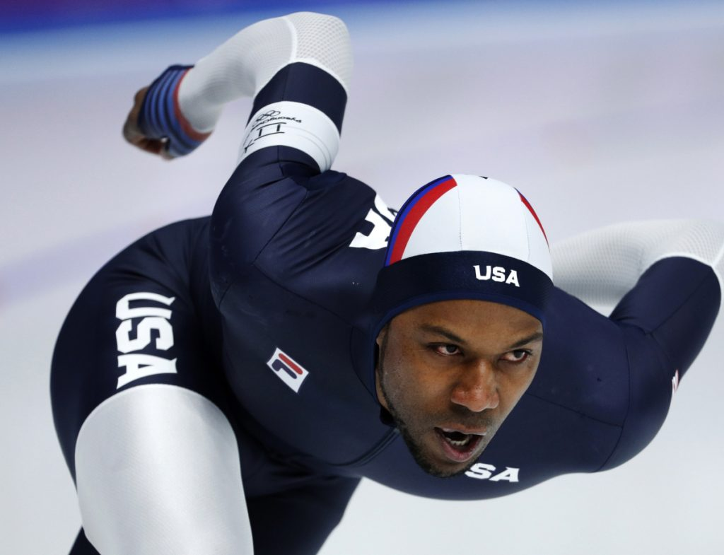 Shani Davis finished a disappointing 19th in the 1,500 speedskating race on Tuesday at the Olympics.