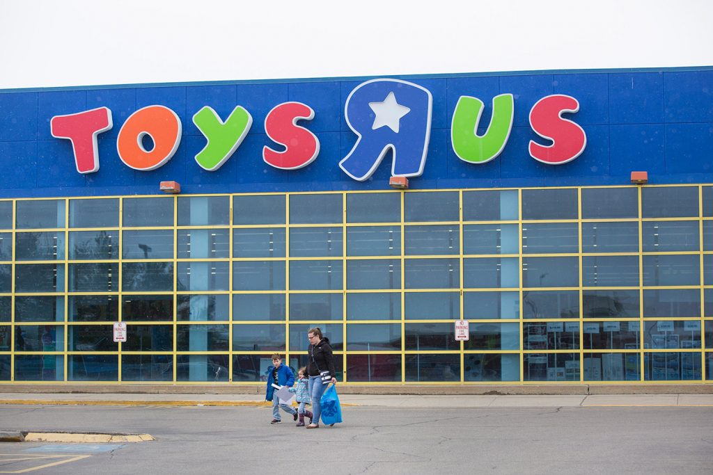 Heavy recruiting shows Toys R Us workers won't wait for new jobs