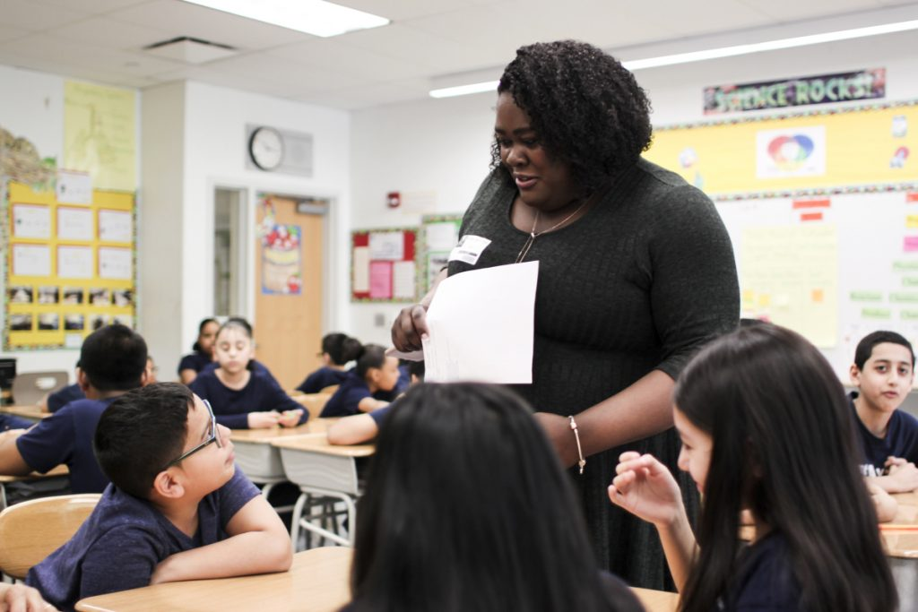 Yolanda Bromfield teaches a fifth-grade class on digital privacy and online-offline balance in Newark, N.J., using a  program devised by professors at Seton Hall University Law School.