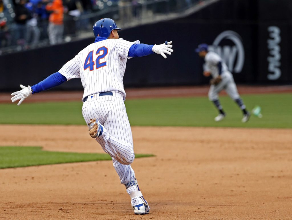 Wilmer Flores of the New York Mets circles the bases Sunday after hitting a walk-off homer against the Milwaukee Brewers.