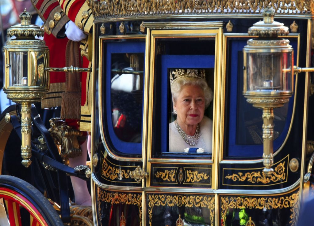 Queen Elizabeth looks out of her carriage as she returns from the Houses of Parliament in London on Nov. 6, 2007. MUST CREDIT: Bloomberg photo by Suzanne Plunkett.