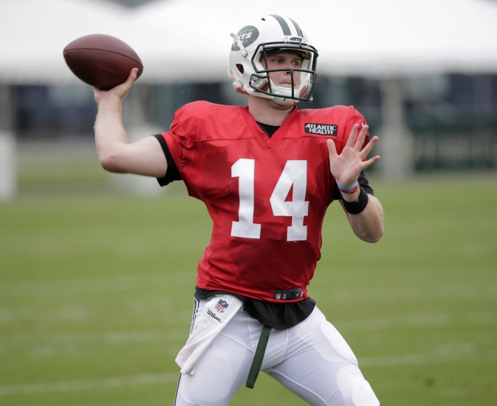 Jets' Darnold ends holdout, signs 4-year, 30.25 million…