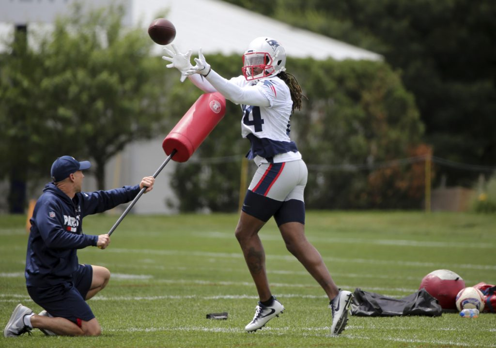 New England Patriots wide receiver Cordarrelle Patterson (84) catches a ball during an NFL football minicamp practice, Wednesday, June 6, 2018, in Foxborough, Mass. (AP Photo/Elise Amendola)
