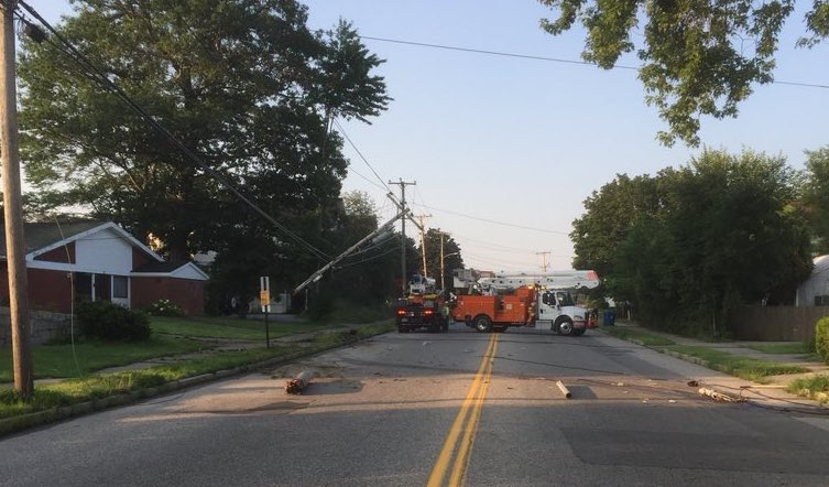 CMP crews work to restore power on Allen Avenue on Monday.