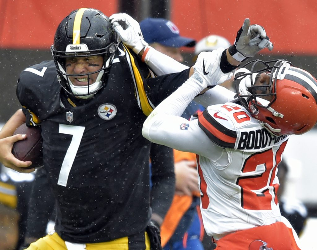 Steelers quarterback Ben Roethlisberger fends off Browns cornerback Briean Boddy-Calhoun while running for a first down Sunday during a season-opening 21-21 tie.
