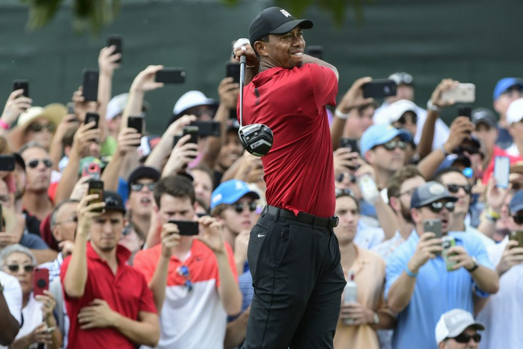 Crowd rushes course for Woods at Championship
