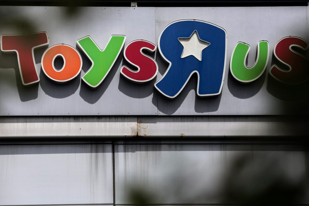 A group of secured lenders told a bankruptcy court they want to revive Toys 'R' Us.