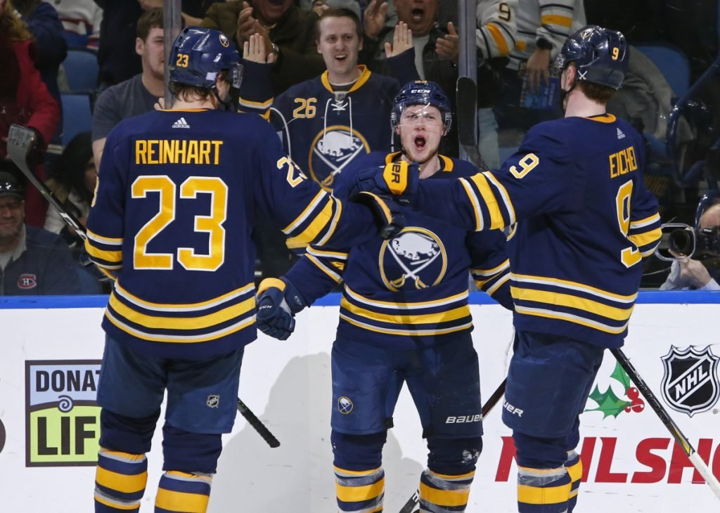 8f81eb08c83 Friday s NHL roundup  Sabres extend winning streak to eight ...