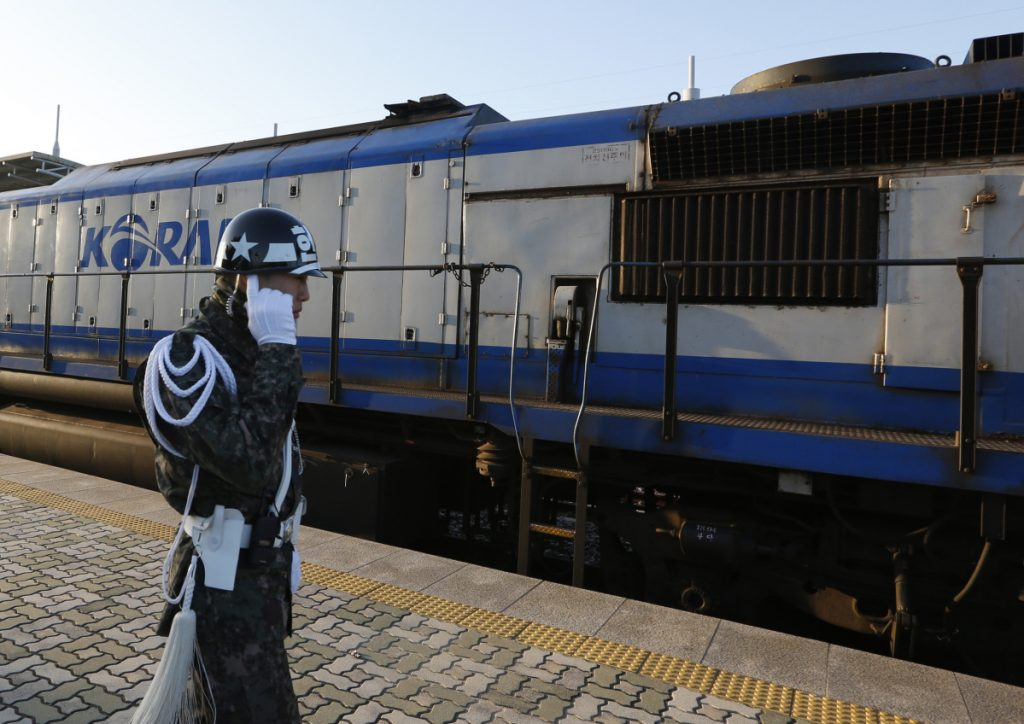 Korean train enters N. Korea for first time in 11 years