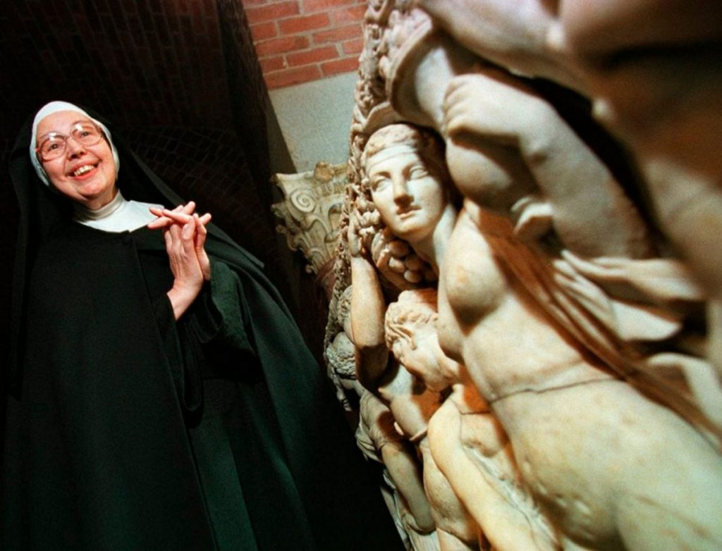 Sister Wendy Beckett, shown at the Isabella Stewart Gardner Museum in Boston in 1997, became an unlikely celebrity, known worldwide for her BBC programs on art history.