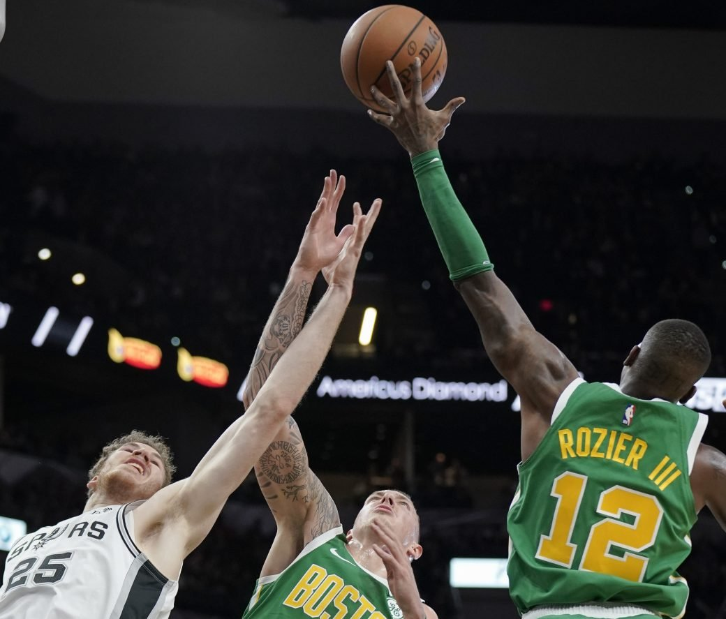 Celtic Score: Spurs Score 46 In Third To Beat Celtics