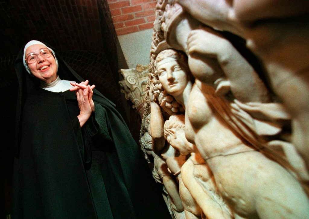 Sister Wendy Beckett at the Isabella Stewart Gardner Museum in 1997.