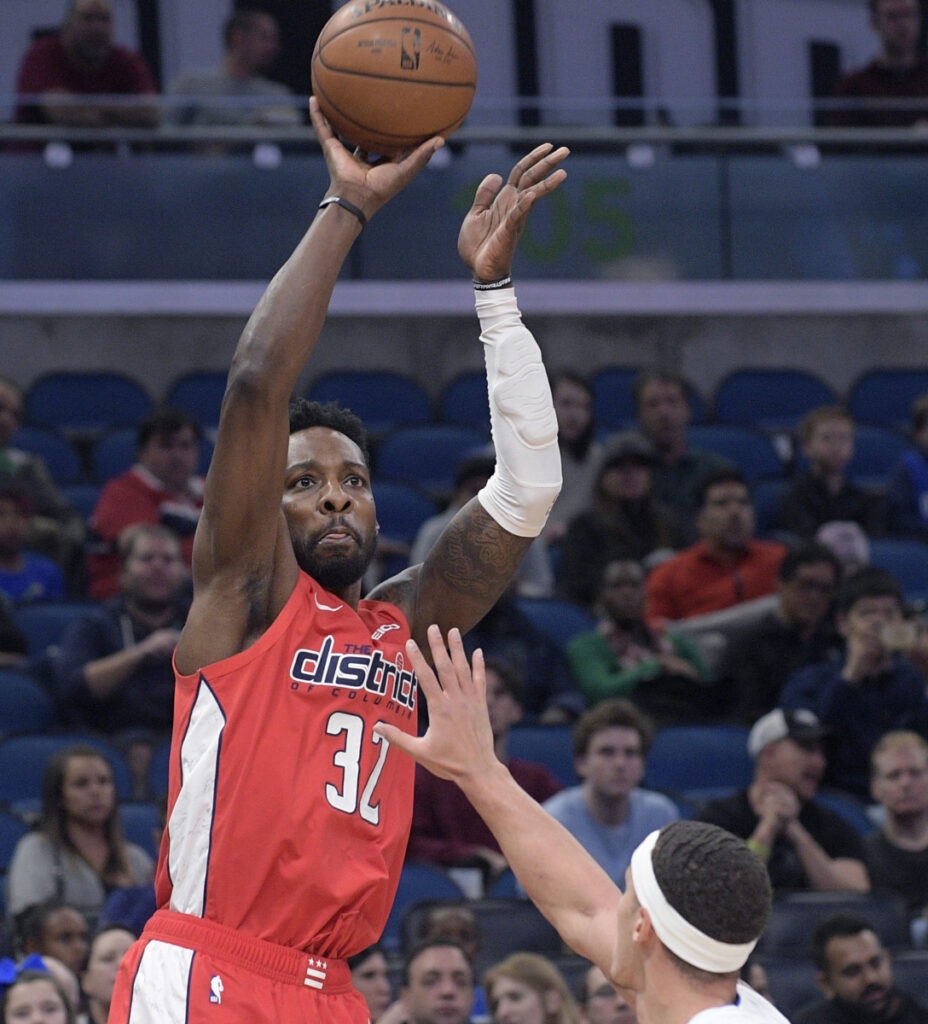Wizards forward Jeff Green goes up for a shot against Orlando's Aaron Gordon during Washington's 95-91 win Friday night.