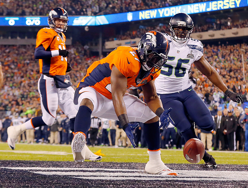 Denver Broncos Knowshon Moreno reaches for a loose ball in the end zone  after the snap 31d07ee4b
