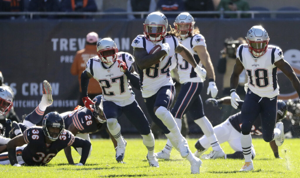 Cordarrelle Patterson runs to the end zone on a kickoff return during the first half of the Patriots' 38-31 victory over the Bears in Chicago on Oct. 21.